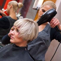 Proper posture for hairdresser (HTH)